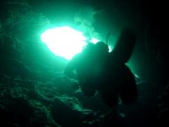Diver-in-Ghar-Lapsi-Cave